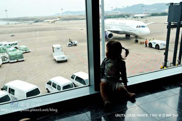 帶嬰兒出國X嬰兒票怎麼算||坐飛機不到兩歲的嬰兒票價。自助比價/廉價航空/旅行社/航空公司