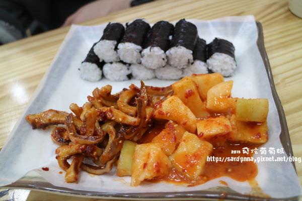 明洞美食🔸忠武飯捲충무김밥_辣章魚真辣 塞牙縫的點心